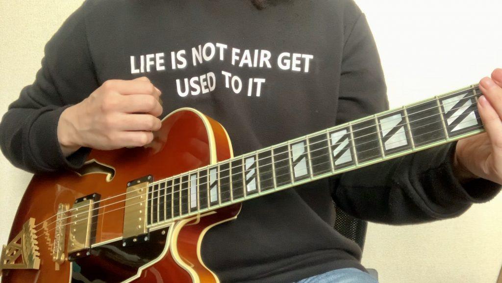 ギターの構え方 持ち方